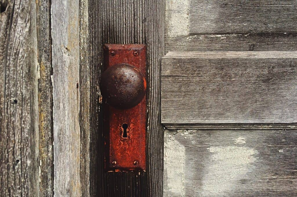 Ways to fix a rusty doorknob