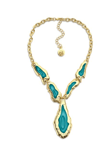 Slices of blue agate encased in gold foil make for a gorgeous fashion statement in this blue stone pendant necklace.