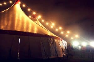 5 Benefits Of Hiring A Stretch Tent